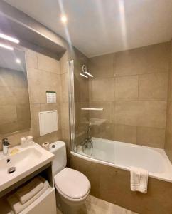 A bathroom at Hotel Victor Hugo
