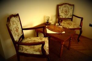 A seating area at Hotel Tivoli