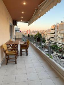 Patio nebo venkovní prostory v ubytování New luxury apartment in central suburb of Athens
