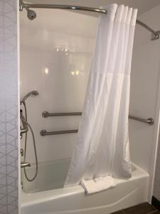 A bathroom at Hampton Inn & Suites By Hilton - Rockville Centre