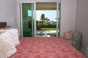 Um quarto em Beachfront apartment with private jacuzzi