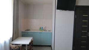A kitchen or kitchenette at Private Apartments