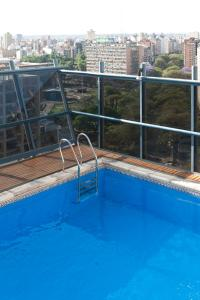 La pileta dentro o cerca de NH Córdoba Urbano