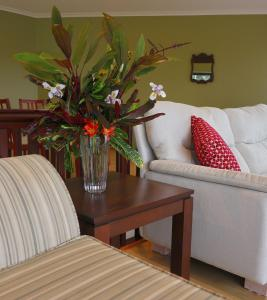 A seating area at Shearwater Scenic Villas