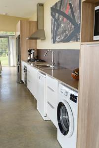A kitchen or kitchenette at Zetas Coffee Origin House