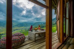 Vue générale sur la montagne ou vue sur la montagne depuis le complexe hôtelier