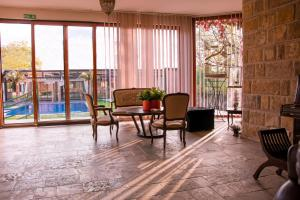 Prostor za sedenje u objektu The Belgrade Hills Rooms and Suites