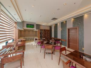 A restaurant or other place to eat at Hotel New Star