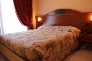 Кровать или кровати в номере Demy Hotel