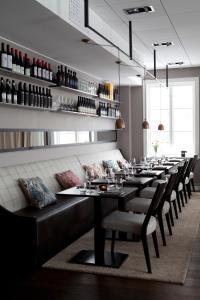 En restaurang eller annat matställe på Hotel Villan