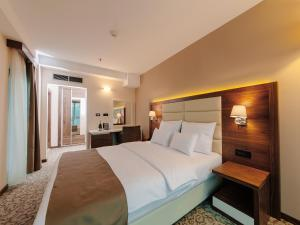 A bed or beds in a room at Hotel New Star