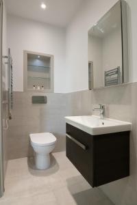 A bathroom at Studio flat in Downhills Park - L