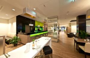 A restaurant or other place to eat at Novum Style Hotel Berlin Centrum
