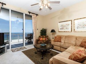 A seating area at Spanish Key Condominiums