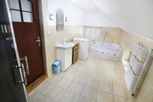 Łazienka w obiekcie Pokoje gościnne Kasia i Darek