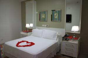 A bed or beds in a room at Hotel Pousada Ourinhos