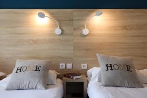Ein Bett oder Betten in einem Zimmer der Unterkunft Le Floréal