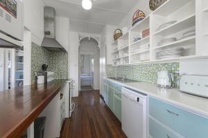 A kitchen or kitchenette at Longboard, 1 Hill Street