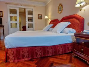 A room at Hotel Alameda Palace