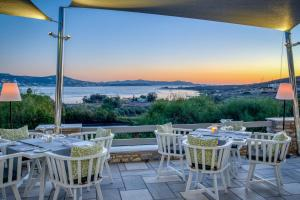 A restaurant or other place to eat at Paros Agnanti Hotel