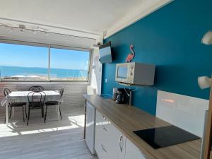 A balcony or terrace at Studio front de mer avec vue mer panoramique !