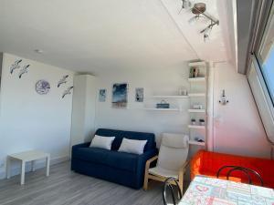 A seating area at Studio front de mer avec vue mer panoramique !