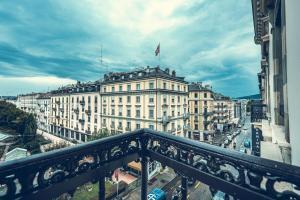 Ein Balkon oder eine Terrasse in der Unterkunft Hotel Bernina Geneva