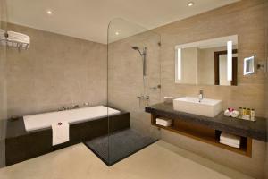 A bathroom at DoubleTree by Hilton Resort & Spa Marjan Island