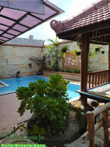 The swimming pool at or close to Villa Cemara, Batu