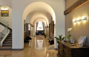 A restaurant or other place to eat at Hotel Principe Di Villafranca