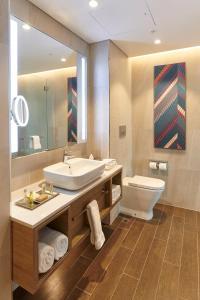 A bathroom at Doubletree By Hilton Perth Northbridge