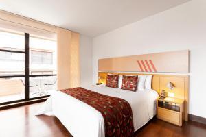 Una habitación en Hotel bh La Quinta