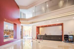 The lounge or bar area at Crowne Plaza Monterrey Aeropuerto, an IHG hotel