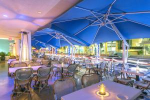 A restaurant or other place to eat at Z Ocean Hotel South Beach