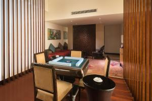 The business area and/or conference room at Crowne Plaza Chengdu Panda Garden