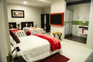 Una habitación en Hotel El Rubi