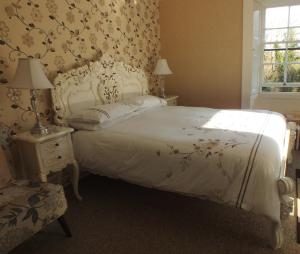 A bed or beds in a room at Hedgefield House