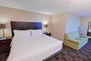 A room at Holiday Inn Express Pittsburgh West - Greentree, an IHG hotel