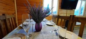 A restaurant or other place to eat at Загородный дом ,,Рассвет,, с сауной