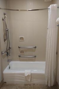 A bathroom at La Quinta by Wyndham Dalhart