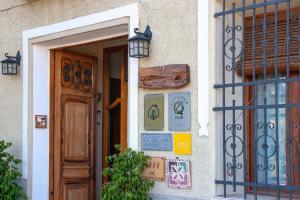 De façade/entree van Cases Noves - Boutique Accommodation - Adults Only