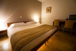 A bed or beds in a room at Guest Accommodation Primula