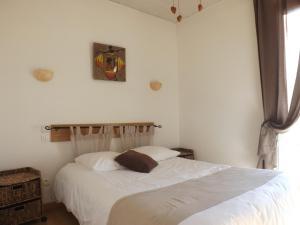 Un ou plusieurs lits dans un hébergement de l'établissement Hôtel Le Carnon