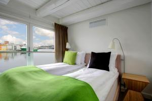 A bed or beds in a room at Thon Hotel Kristiansund