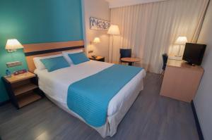 A bed or beds in a room at Ibis Styles Zaragoza Ramiro I
