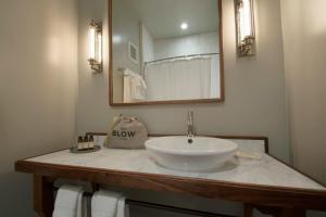 A bathroom at Hotel G San Francisco