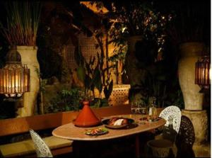 A restaurant or other place to eat at Riad Idrissy