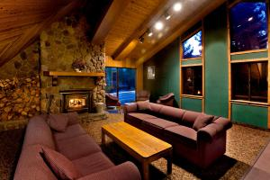 A seating area at Sierra Lodge