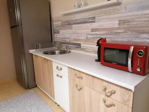A kitchen or kitchenette at Blues House