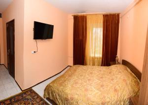 Кровать или кровати в номере Hotel Uyut